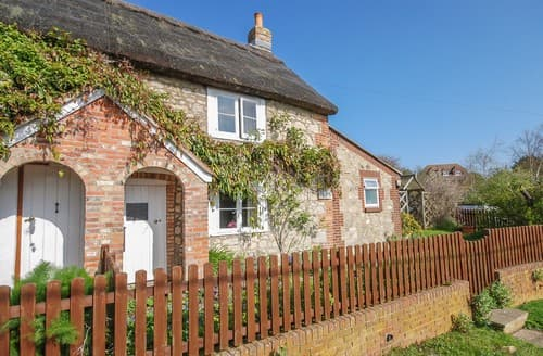 Last Minute Cottages - Delightful Newbridge Cottage S101437