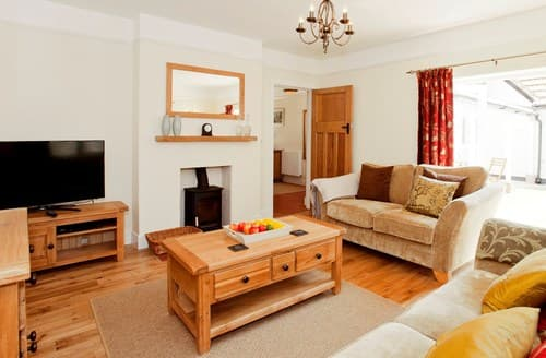 Last Minute Cottages - Splendid Burley Apartment S70715