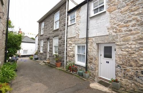 Last Minute Cottages - Captivating Mousehole Cottage S7778