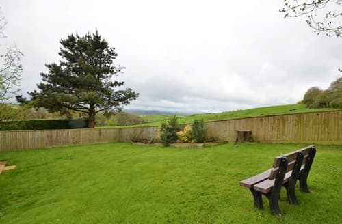 Last Minute Cottages - Charming Exeter Wing S8887
