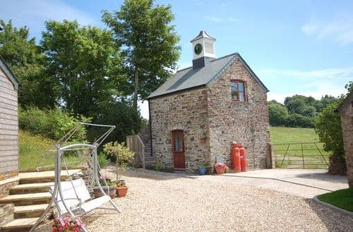 Last Minute Cottages - Charming Yelverton Barn S8167
