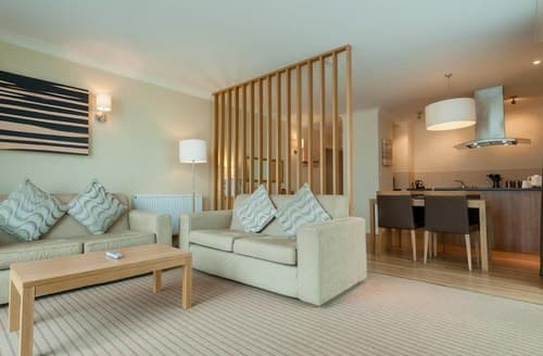 Last Minute Cottages - Charming Cirencester Apartment S102997