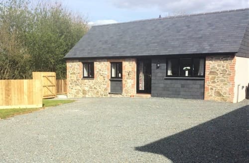 Last Minute Cottages - Beautiful Callington Barn S86983