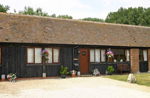 Last Minute Cottages - Wonderful Weston On Avon Barn S77293