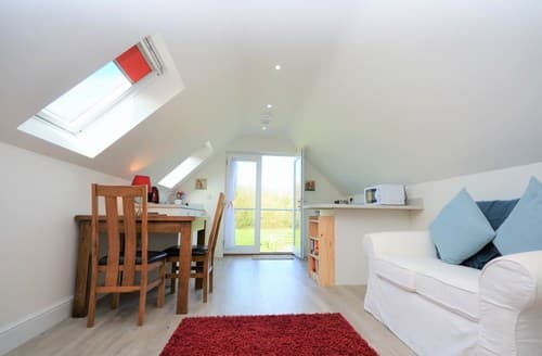 Last Minute Cottages - Beautiful Kilgetty Apartment S72613
