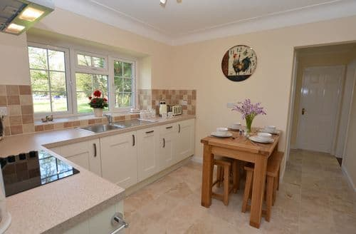 Last Minute Cottages - Superb Wrexham Bungalow S50472
