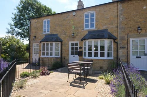 Dog Friendly Cottages - Attractive Cheltenham Cottage S94819