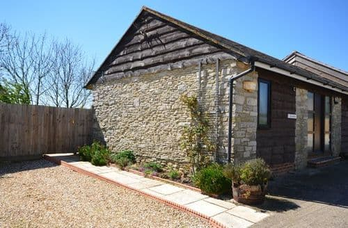Last Minute Cottages - Luxury Weymouth Barn S8536