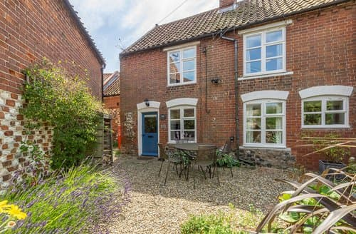 Last Minute Cottages - Adorable Thornham Apartment S114595