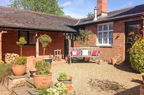 Last Minute Cottages - Inviting Stowmarket Cottage S7524