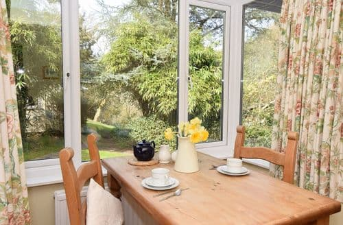 Last Minute Cottages - Quaint Newton Abbot Apartment S8733