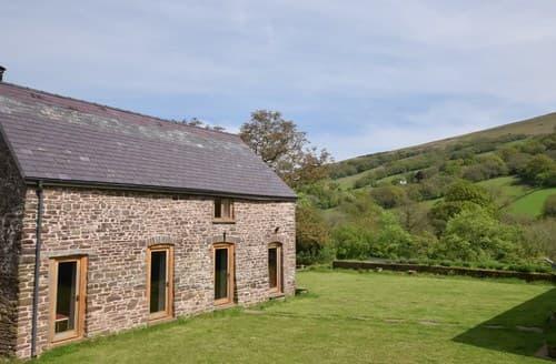 Last Minute Cottages - Tasteful Crickhowell Barn S45963