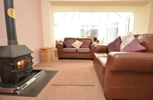 Last Minute Cottages - Inviting Lampeter Bungalow S76966