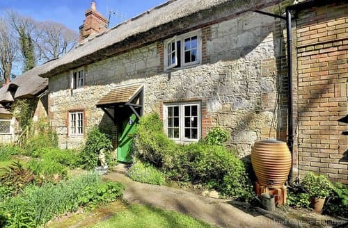 Last Minute Cottages - Captivating Calbourne Cottage S101478