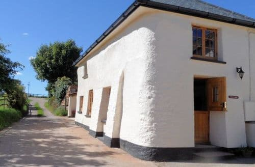 Last Minute Cottages - Gorgeous Crediton Cottage S8298