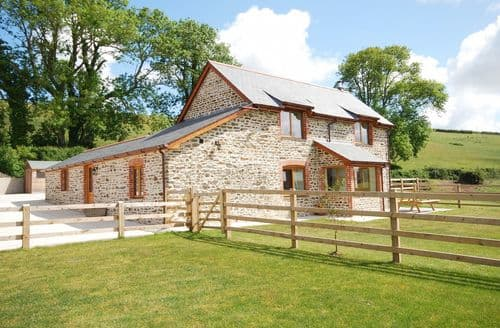 Last Minute Cottages - Charming Bideford Barn S8168