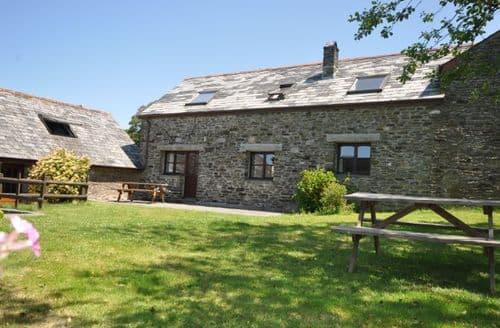 Last Minute Cottages - Wonderful Launceston Barn S8010