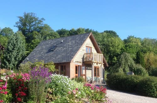 Last Minute Cottages - Beautiful Worcester Log Cabin S77377
