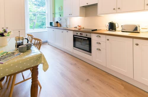 Last Minute Cottages - Quaint Harrogate Apartment S122161