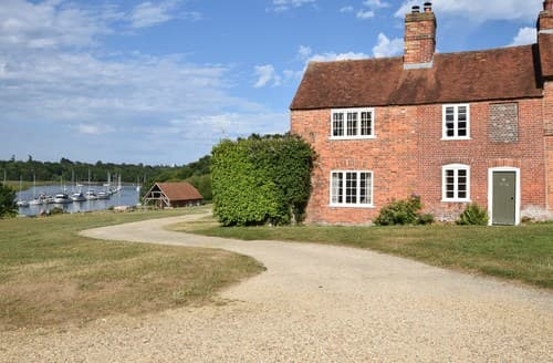 Dog Friendly Cottages - Excellent Brockenhurst Cottage S75244
