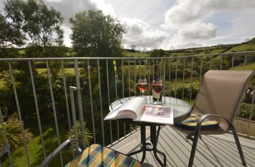 Last Minute Cottages - Charming Ilfracombe Apartment S87896