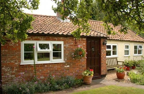 Last Minute Cottages - Stunning Beccles Bungalow S7582