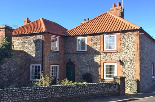 Last Minute Cottages - Gorgeous Weybourne Cottage S114633