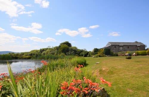 Last Minute Cottages - Beautiful Callington Barn S7837