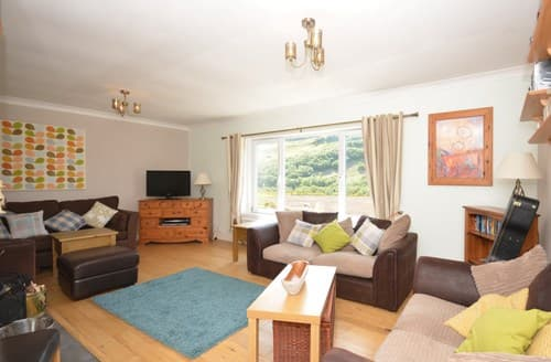 Last Minute Cottages - Stunning Kyle Bungalow S76068
