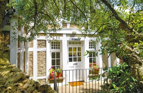 Last Minute Cottages - Cosy Seaview Cottage S101517