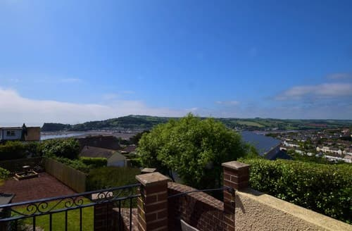 Last Minute Cottages - Lovely Teignmouth Apartment S82745