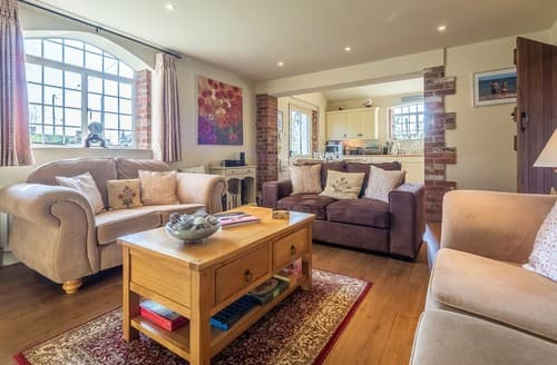 Last Minute Cottages - Stunning Great Walsingham Barn S114460