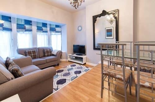 Last Minute Cottages - Charming Harrogate Apartment S122180