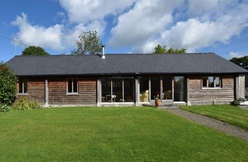 Last Minute Cottages - Captivating Kinnerton Barn S84403