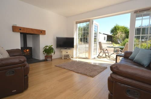 Last Minute Cottages - Captivating Pembroke Dock Cottage S104907
