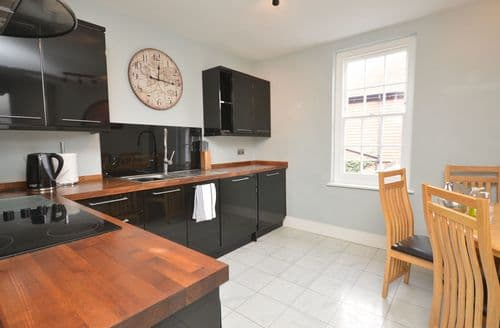 Last Minute Cottages - Superb Lymington Apartment S49746
