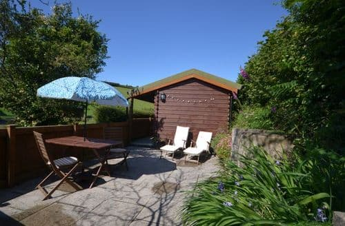 Last Minute Cottages - Excellent Braunton Log Cabin S13402