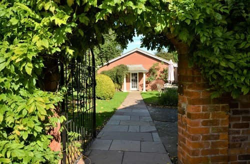 Last Minute Cottages - Splendid Wrexham Bungalow S38134