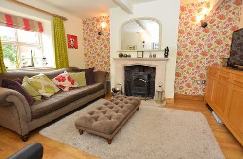 Last Minute Cottages - Captivating Chorley Cottage S7530