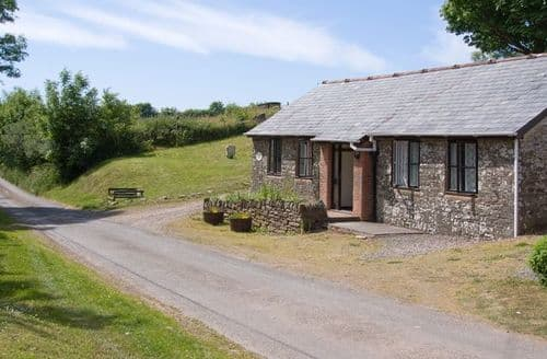 Last Minute Cottages - Inviting Dulverton Barn S8236