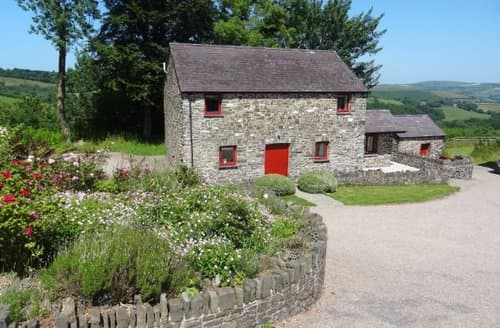 Last Minute Cottages - Lovely Lampeter Barn S8688