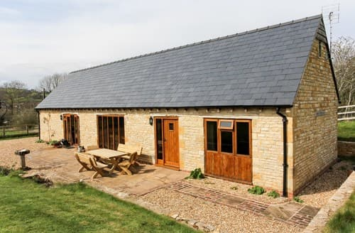 Last Minute Cottages - Wonderful Winchcombe Barn S77365