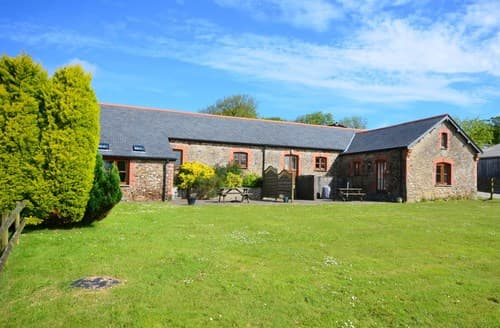 Last Minute Cottages - Cosy Holsworthy Barn S8930