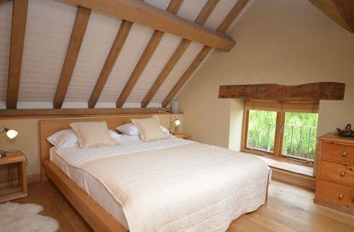 Last Minute Cottages - Lovely Bristol Barn S8312