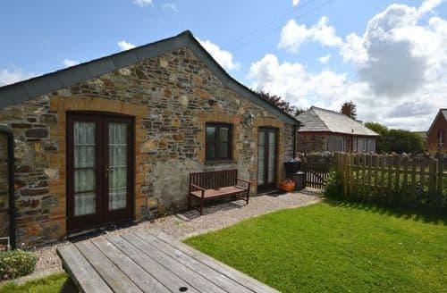 Last Minute Cottages - Lovely Launceston Barn S7954