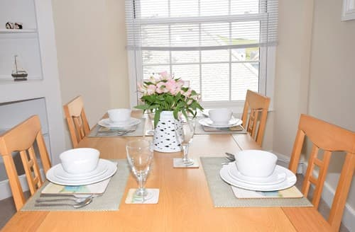 Last Minute Cottages - Inviting Ilfracombe Apartment S7964