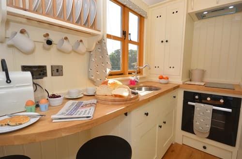 Last Minute Cottages - Lovely Usk Log Cabin S121233