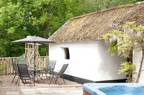 Last Minute Cottages - Cosy Winkleigh Cottage S8237