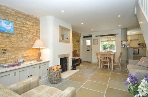 Last Minute Cottages - Captivating Cheltenham Cottage S42632