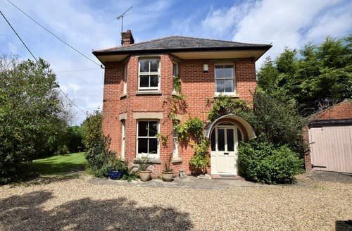 Dog Friendly Cottages - Charming Fordingbridge Cottage S70711